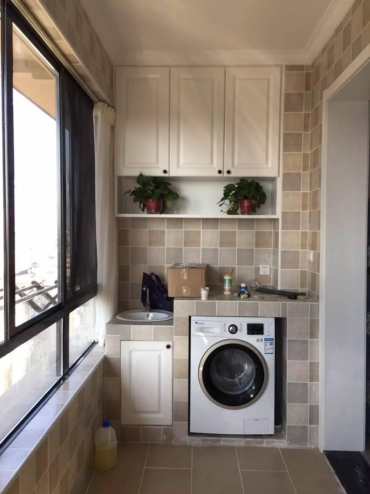 厨房通阳台放洗衣机隔矮墙效果图