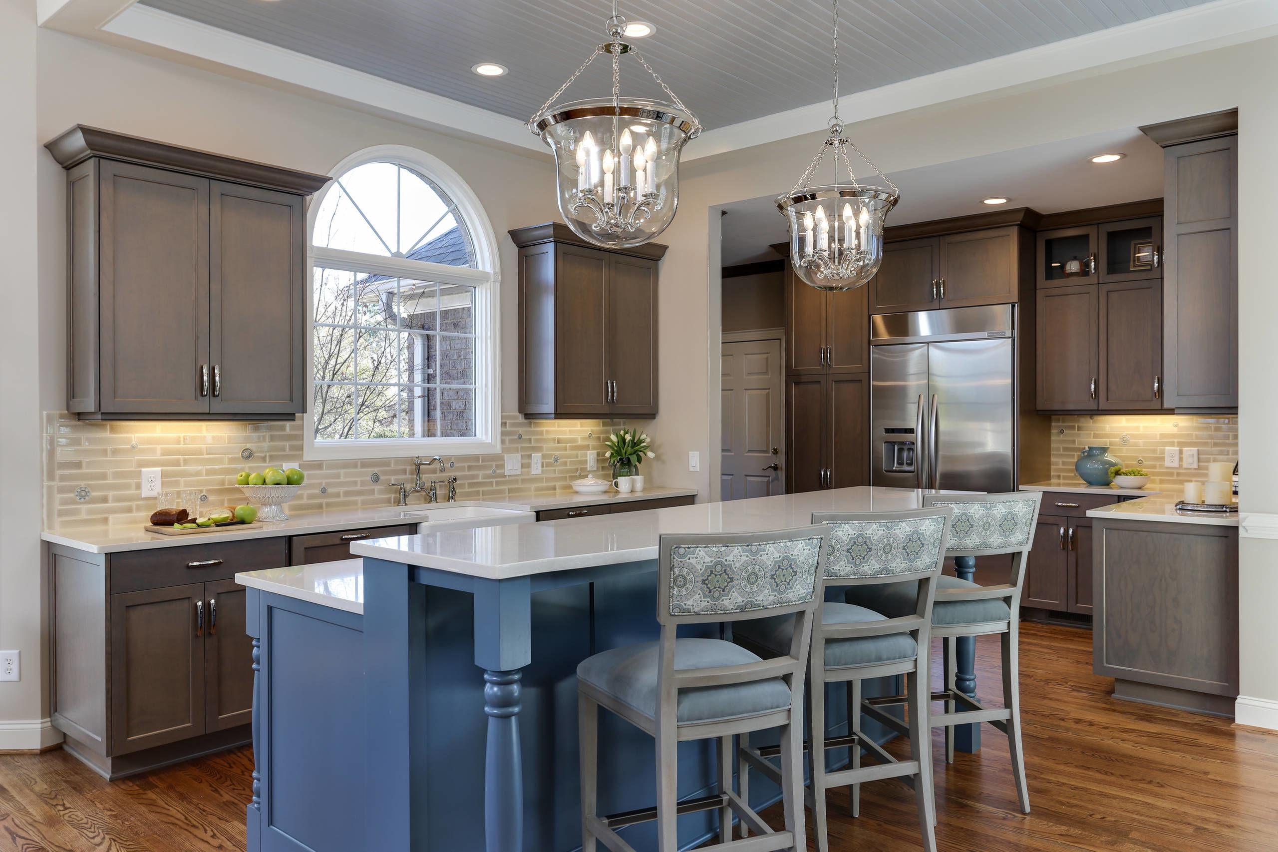 欧式开放式小厨房吧台装修效果图欣赏