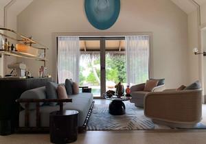小客厅实用装修图,小客厅兼家庭影院的装修图