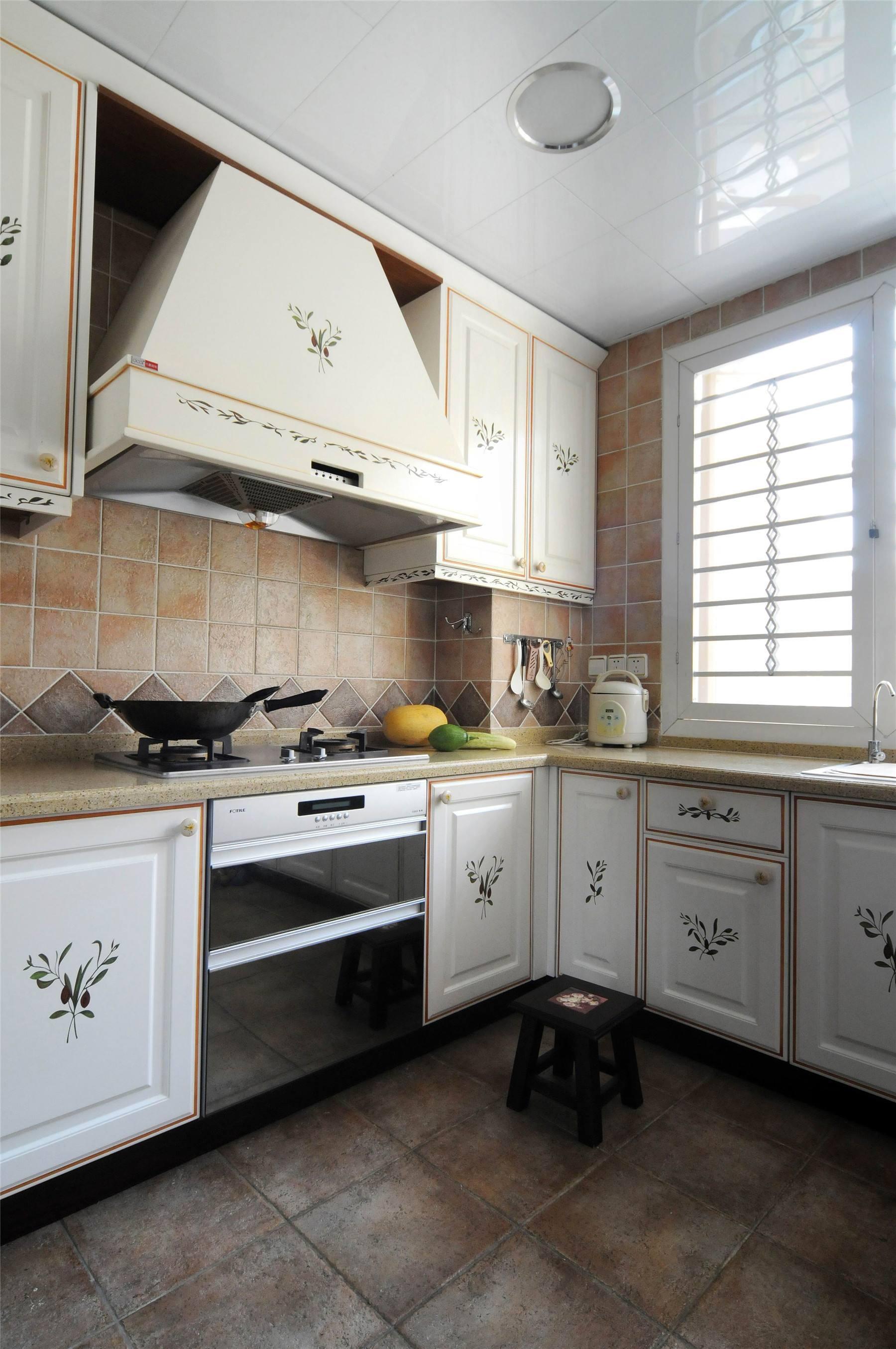 厨房老板油烟机装修效果图,厨房油烟机顶吸装修效果图