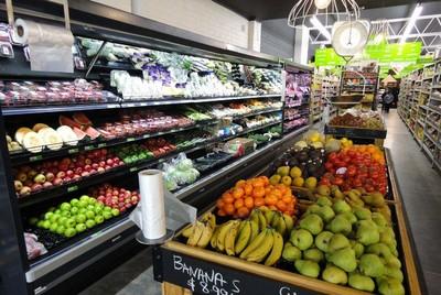 小型超市门口装修效果图,经典小型果蔬超市装修效果图