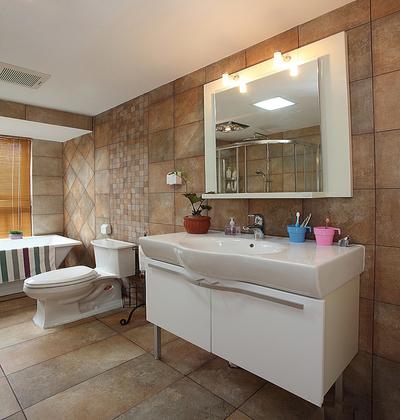 正方形小面积卫生间装修效果图大全,2平米小正方形卫生间装修效果图