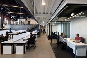 上海地产集团办公室装修,上下两层办公室装修实景图