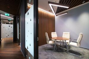 办公室整体隔断装修实景图,80平办公室装修实景图