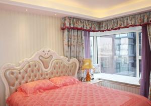 帶轉角飄(piao)窗的臥室裝修效(xiao)果圖(tu)