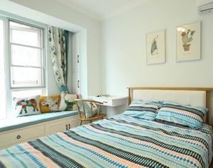 小户型带飘窗的次卧室装修效果图欣赏