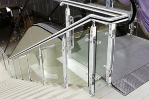 不銹鋼樓梯立柱效果圖