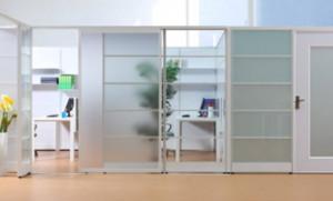 辦公室磨砂玻璃隔斷墻裝修效果圖