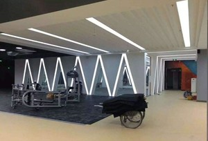 500平米时尚现代风格健身房吊顶装修效果图