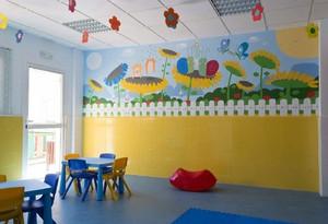 50平教室清新自然风格幼儿园墙壁画效果图