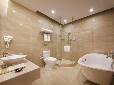 20平现代简约风格宾馆卫生间吊顶装修效果图