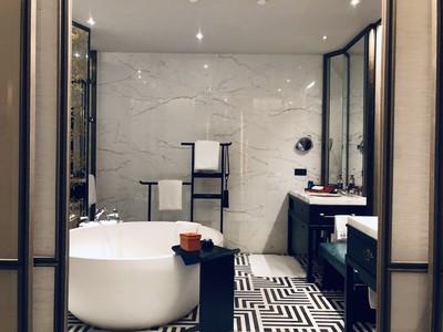 18平现代时尚风格宾馆卫生间吊顶装修效果图