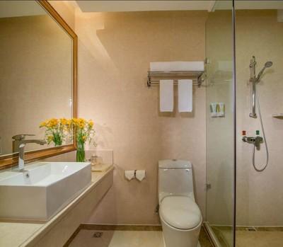 26平米时尚风格宾馆卫生间吊顶装修效果图