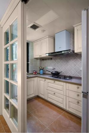 廚房木制平開門裝修效果圖