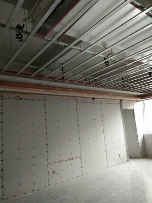 500平米办公室工业风格轻钢龙骨隔断装修效果图