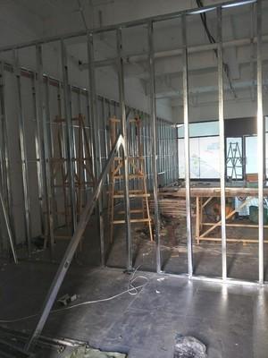 650平米办公室工业风格轻钢龙骨隔断装修效果图