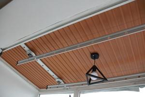 85平小户型阳台杉木板吊顶装修效果图