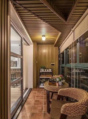 90平方房子阳台防腐木吊顶装修效果图