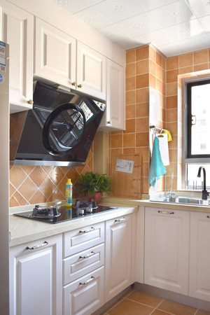 50平复式白色欧式橱柜装修效果图