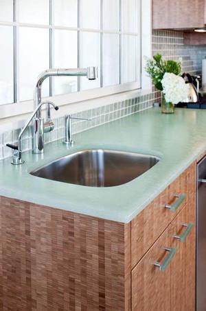 60平方公寓玻璃台面橱柜装修效果图