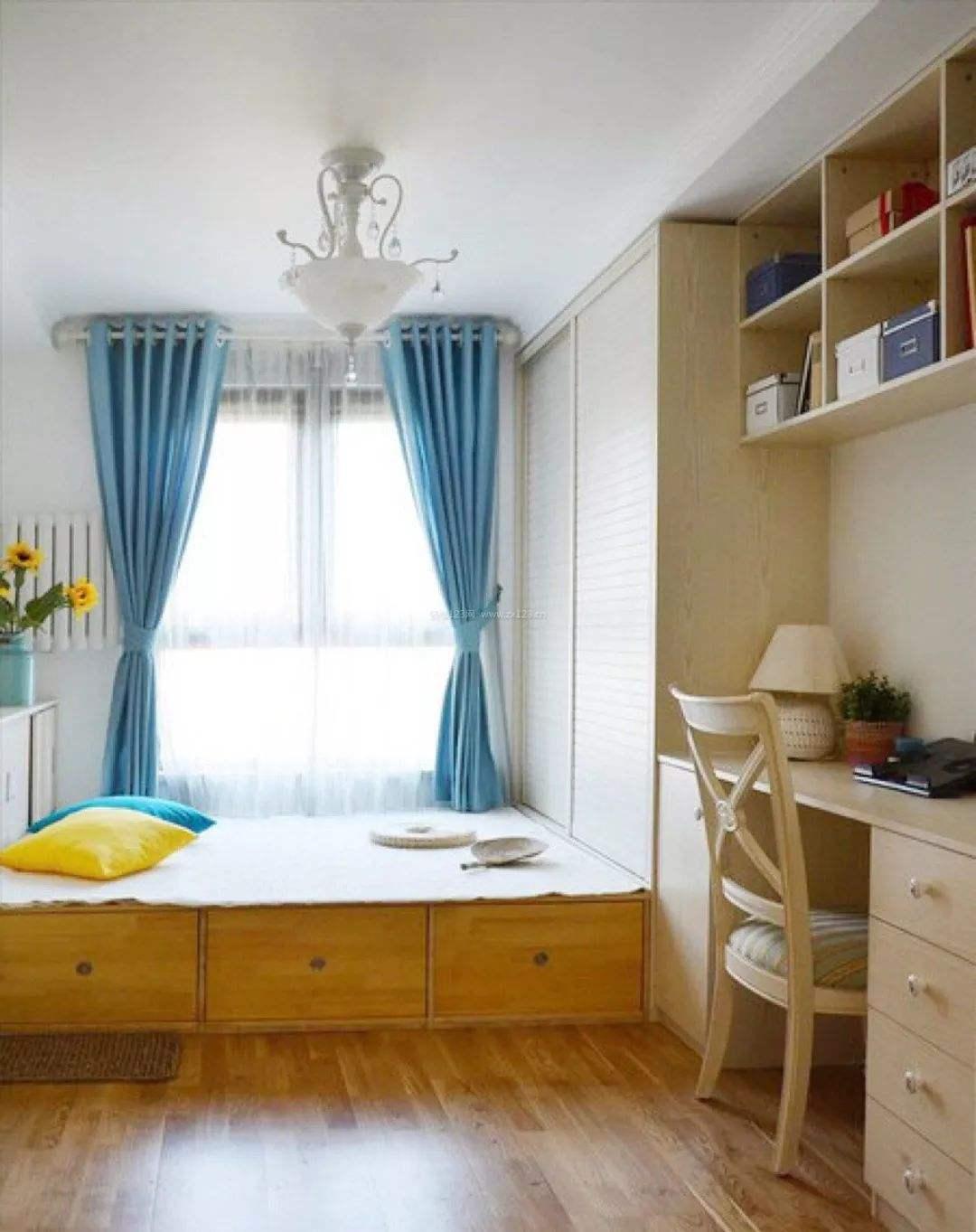 女兒房間榻榻米現代簡約帶收納抽屜裝修效果圖