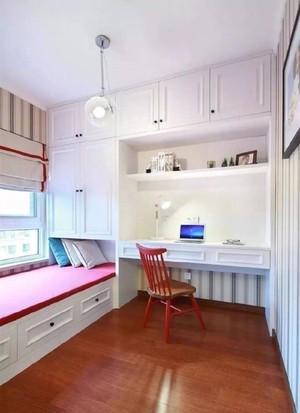 70平米房子宜家飄窗臥室整體榻榻米床效果圖