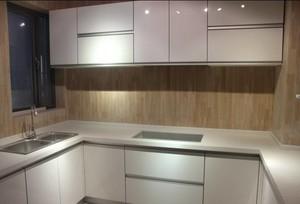 70平米房子白色玻璃櫥柜裝修效果圖