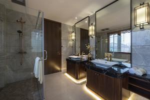 躍層別墅新中式主臥洗手間裝修效果圖