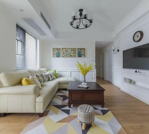 60平方公寓简欧式风格客厅横梁吊顶装修效果图