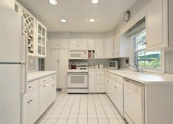 兩居室現代簡約風格純白色廚房設計圖片