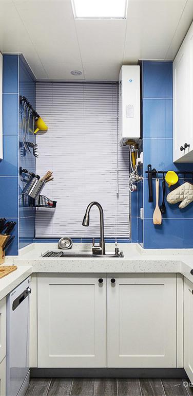 小户型u型厨房设计装修效果图