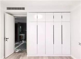 装修先铺地板还是先装衣柜 大丰装潢公司全面解析