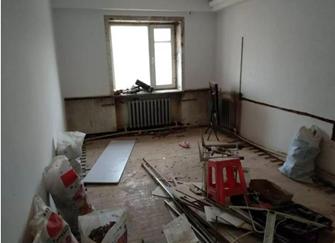 新房装修被砸一脸懵逼 工人看错单元号装错人家